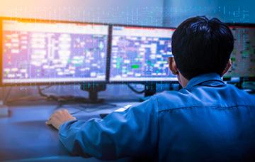 リモートコントロールソフトのNetSupport Managerを使えば、遠隔地からPCの管理や制御も可能です。